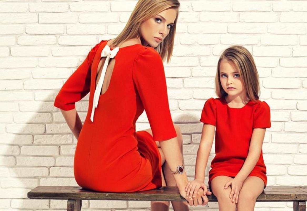 Одинаковая одежда для мамы и дочки: тренд семейных коллекций - для повседневных выходов.