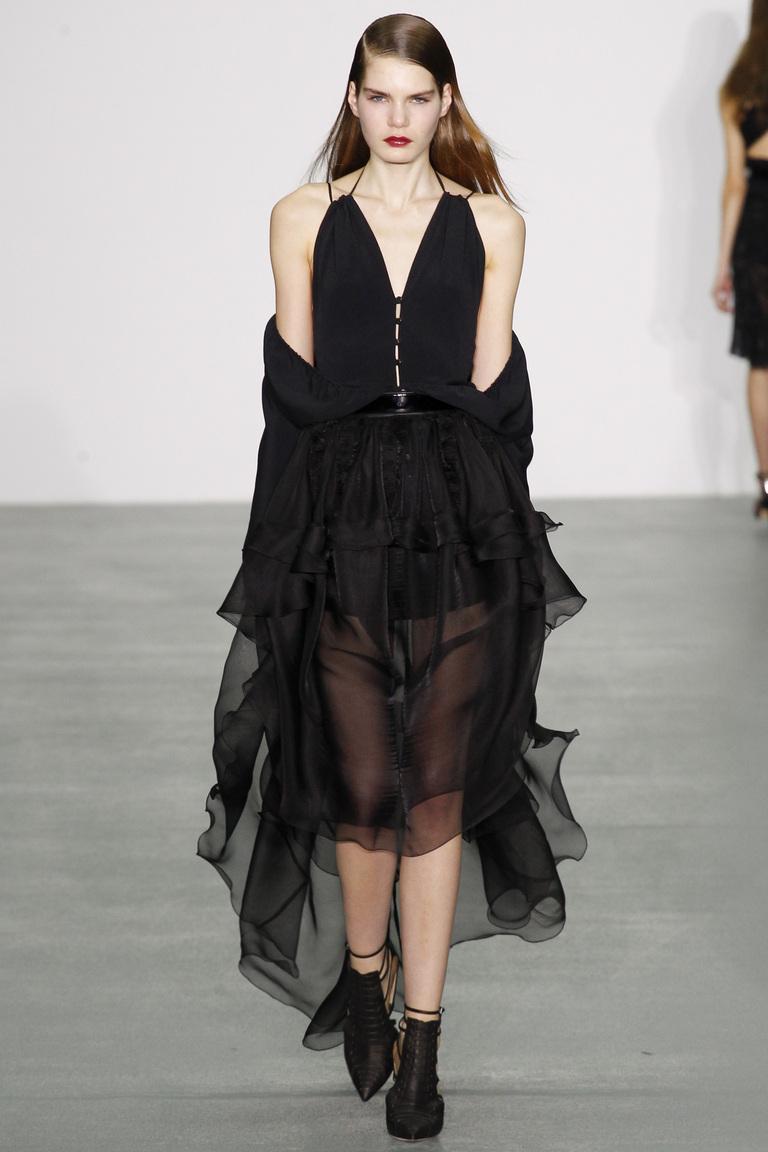 На фото: юбка, состоящие из слоев и оборок сезоне осень-зима 2016-2017 из коллекции Antonio Berardi.