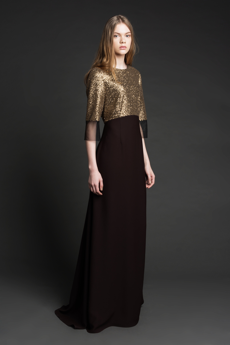 На фото: строгое и консервативное платье для вечера сезон осень 2016 и зима 2017 из коллекции Zac-Posen.