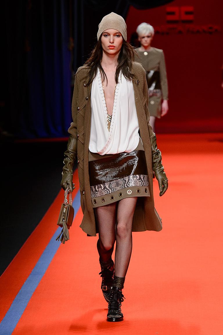 На фото: тренд осени и зимы 2016-2017: стильная юбка из кожи из коллекции Elisabetta Franchi.