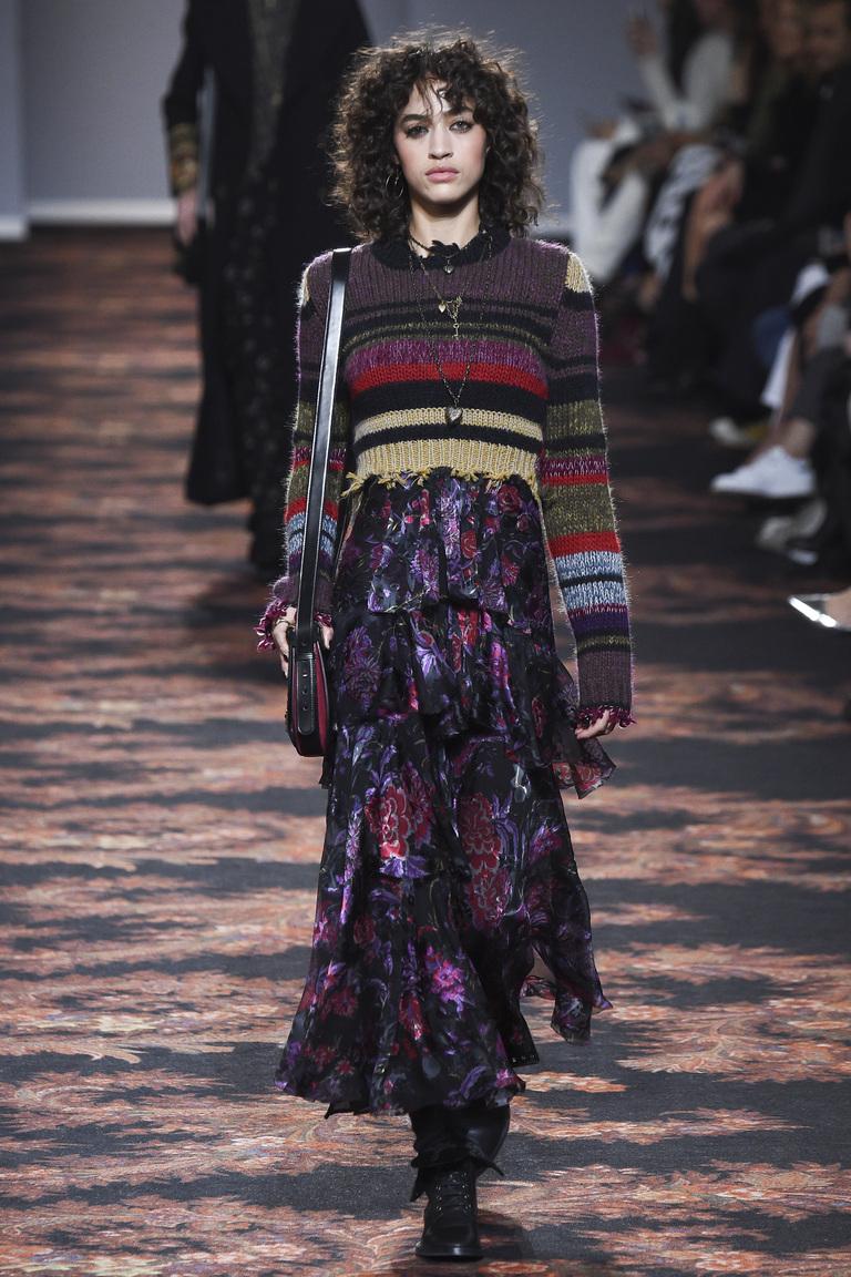 На фото: юбка, состоящие из слоев и оборок сезоне осень-зима 2016-2017 из коллекции Etro .