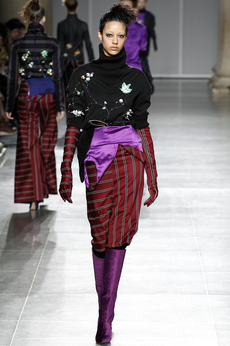 На фото: юбка-карандаш в сезоне осень-зима 2016-2017 из коллекцииFashion East .