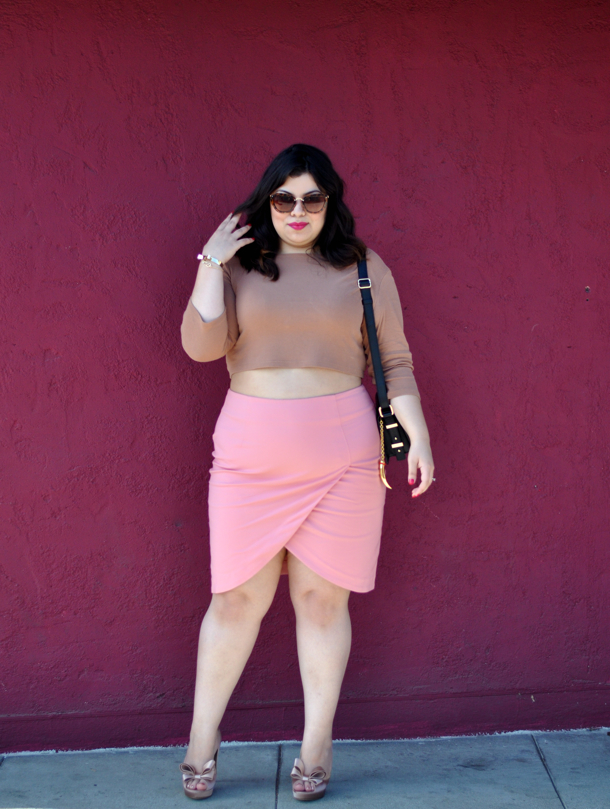 На фото: модный блоггер plus size Jay Miranda.