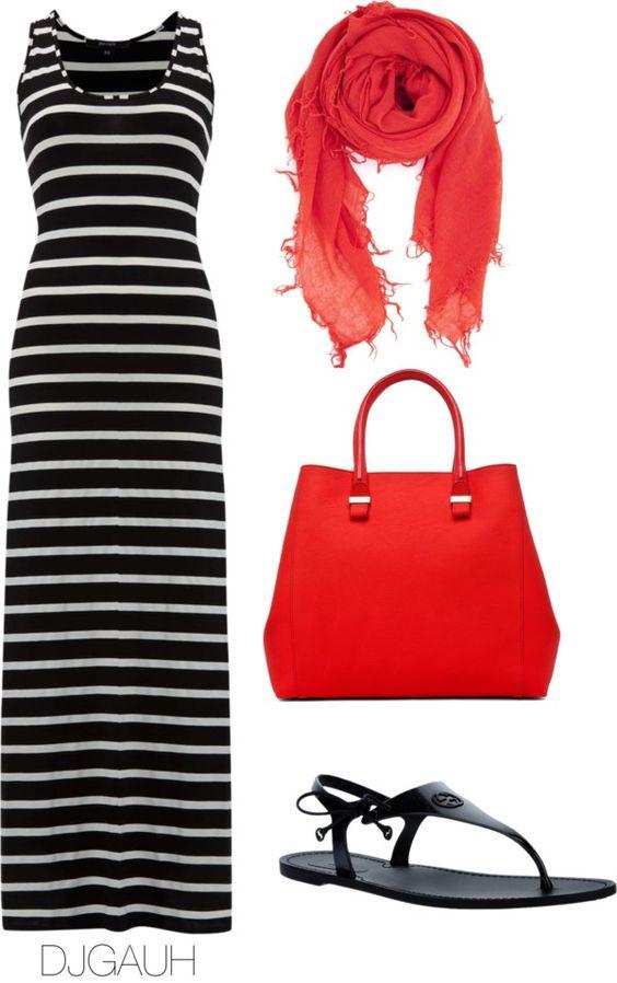 На фото: новый лук с длинным черным платьем с принтом в полоску.с красным шарфом и сумкой.