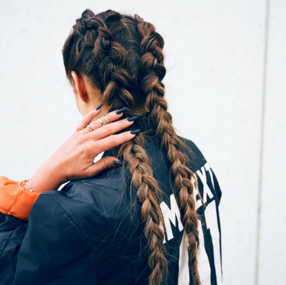 На фото: датские косы Ким Кардашьян - тренд 2016 года.