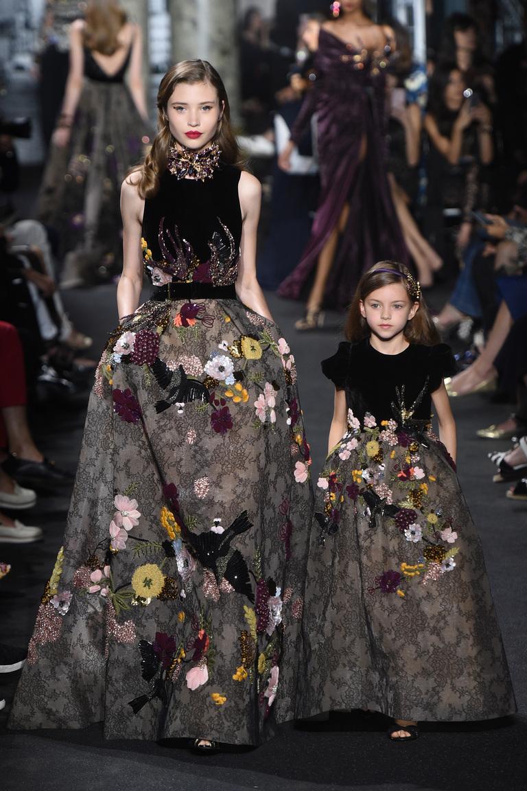 Одинаковая одежда для мамы и дочки: тренд семейных коллекций - для парадных мероприятий.