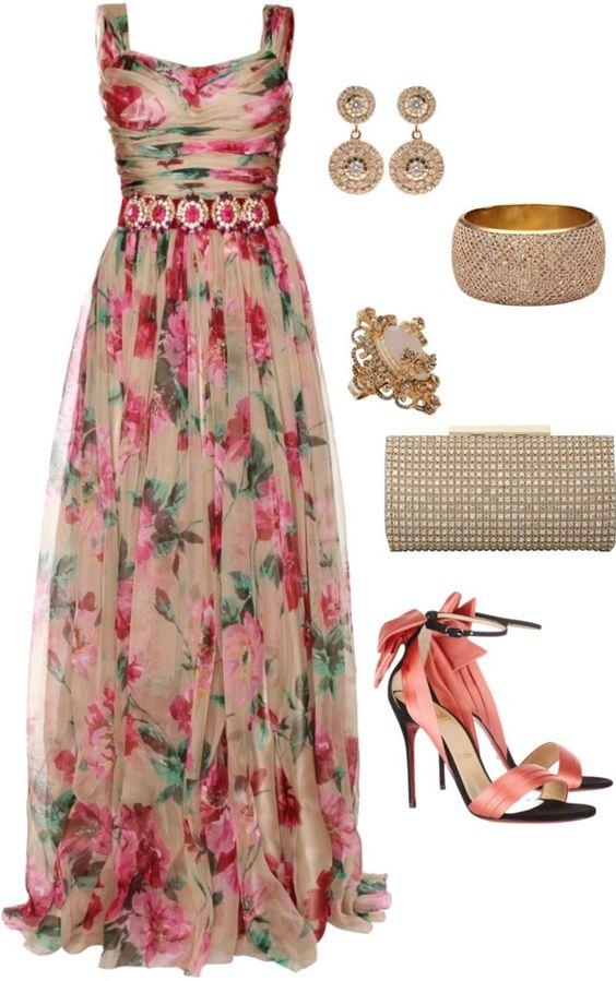 На фото: новый лук с длинным платьем с цветочным принтом.