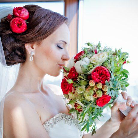 Свадебные прически с фатой: 35 новых моделей