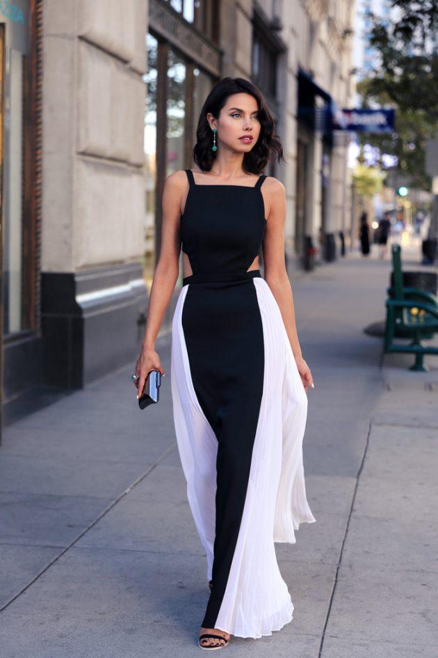 На фото: платье с вырезом по бокам и квадратным вырезом на груди - тренд сезона.