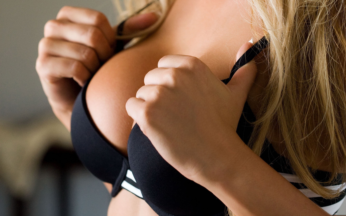 На фото: красивая грудь после родов.