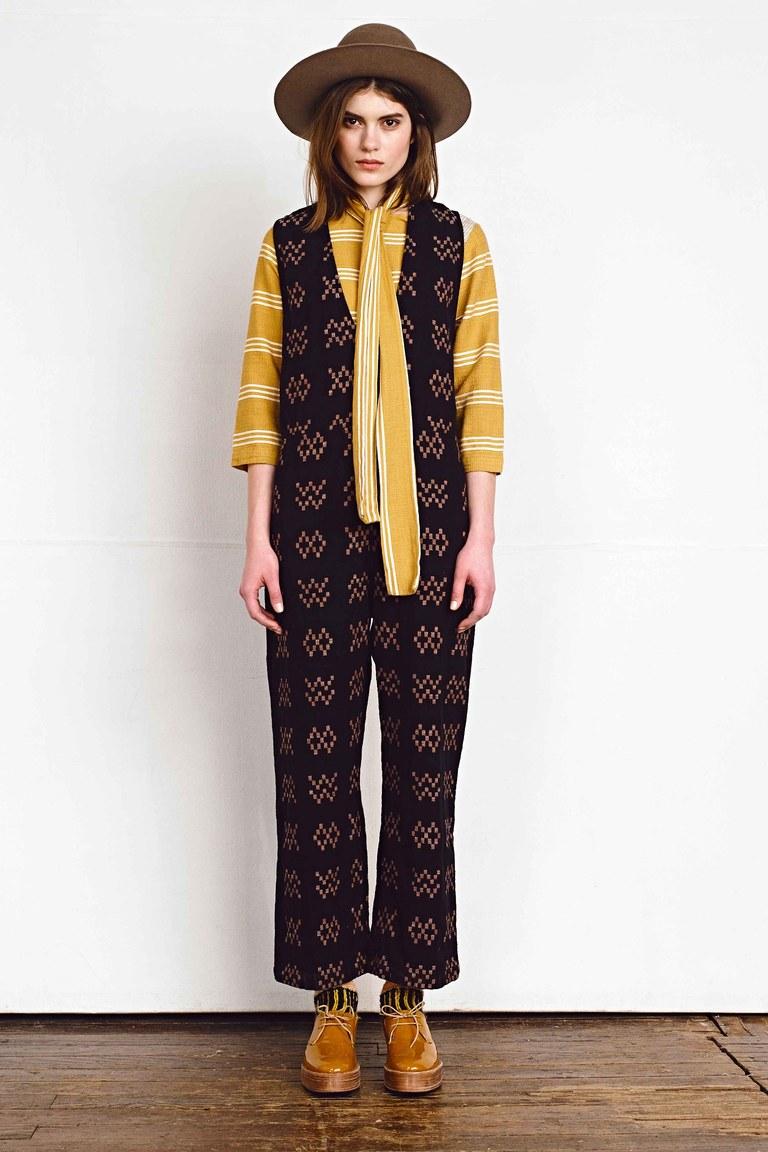 На фото: модный цвет одежды сезона осень-зима 2016-2017 из коллекции Ace-Jig.j.