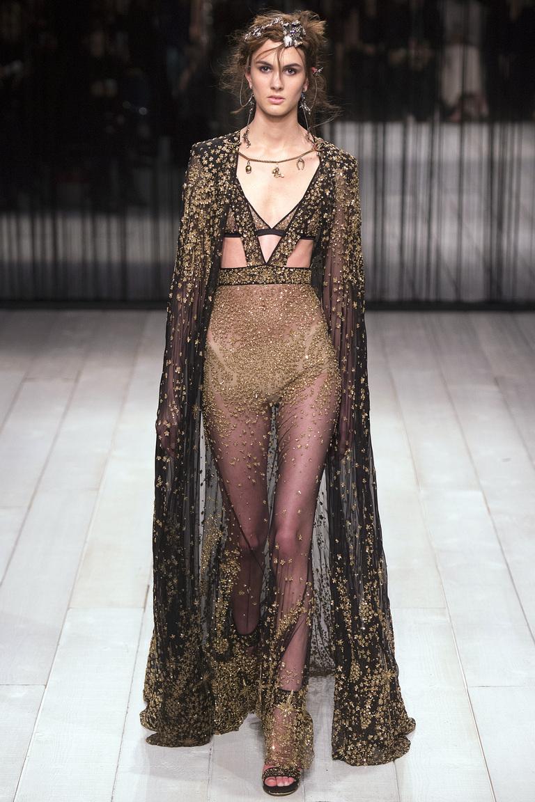 Тренд моды 2017 года: вещи из прозрачных тканей из коллекции Alexander-McQueen.
