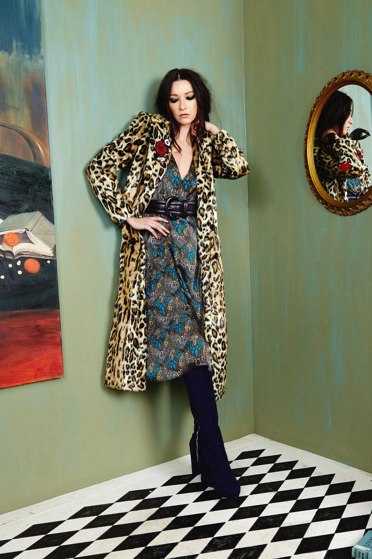 Пальто с принтом, ставшее настоящим must-have сезона зима 2016-2017, представленные на фото из коллекции Alice+Olivia.