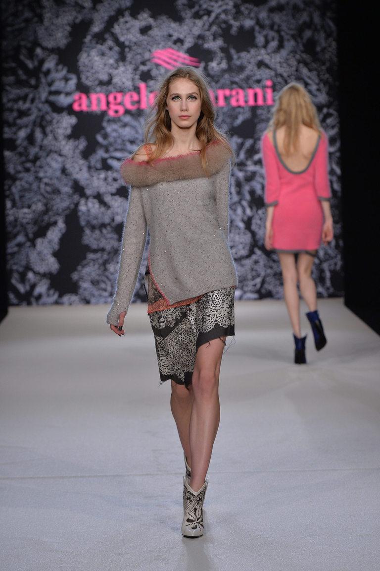 На фото: стильный свитер – модный тренд осени и зимы 2016-2017 из коллекции Angelo-Marani.