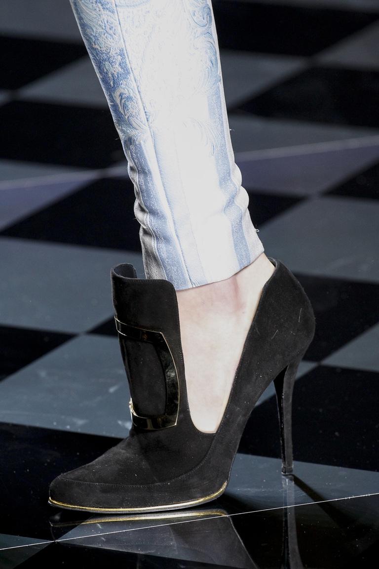 На фото: модные туфли осень 2016 – зима 2017 лодлчки на высоком каблуке из коллекции balmain.