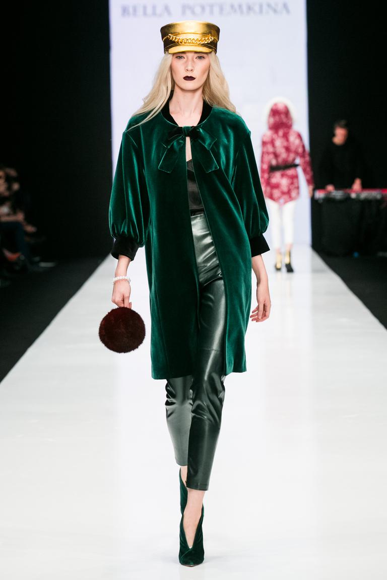 На фото: верхняя одежда сезона осень-зима 2016-2017 из коллекции Bella-Potemkina.