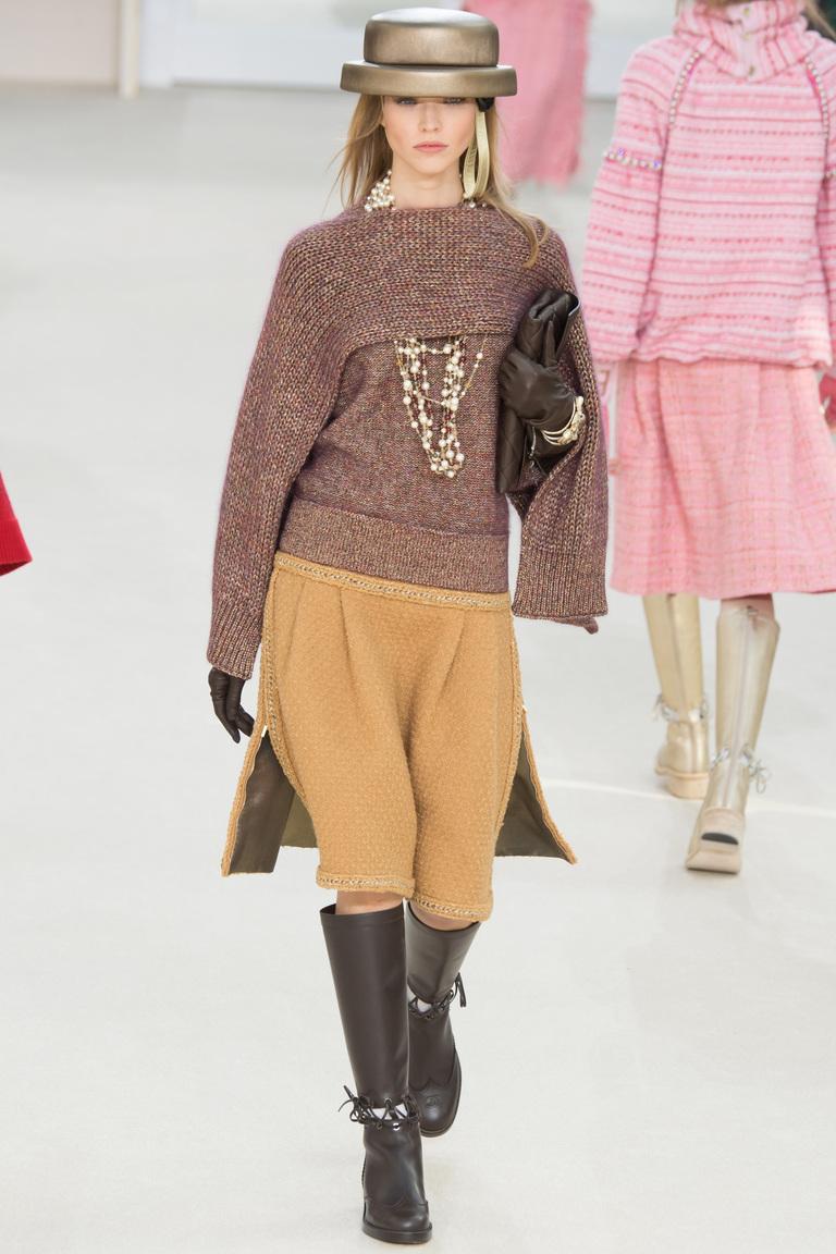 На фото: тренд осень-зима 2016-2017 из коллекции Chanel.