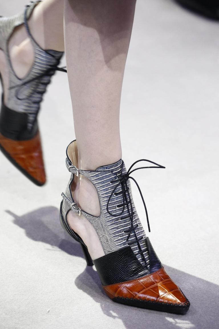 На фото: модные модели туфель со шнуровкой сезона 2016-2017 из коллекции Christian-Dior