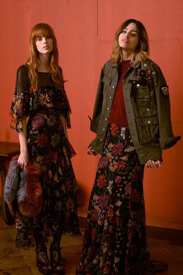 Сразу 2 тренда моды 2017: цветочный принт и прозрачные вставки на платье
