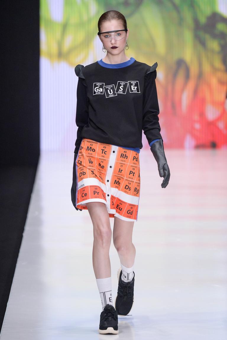 На фото модная кофта осень-зима 2016-2017 из коллекции Dasha Gauser.