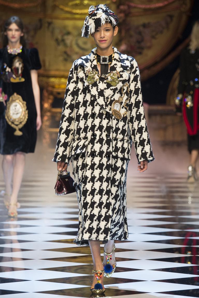 На фото: пальто дафлкот из коллекции Dolce-Gabbana.