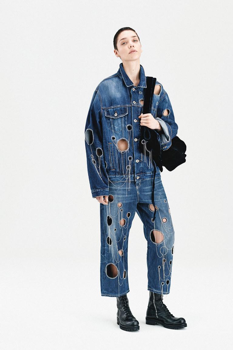 На фото: куртки из денима – тренд осени 2016 и зимы 2017 из коллекции Dondup.