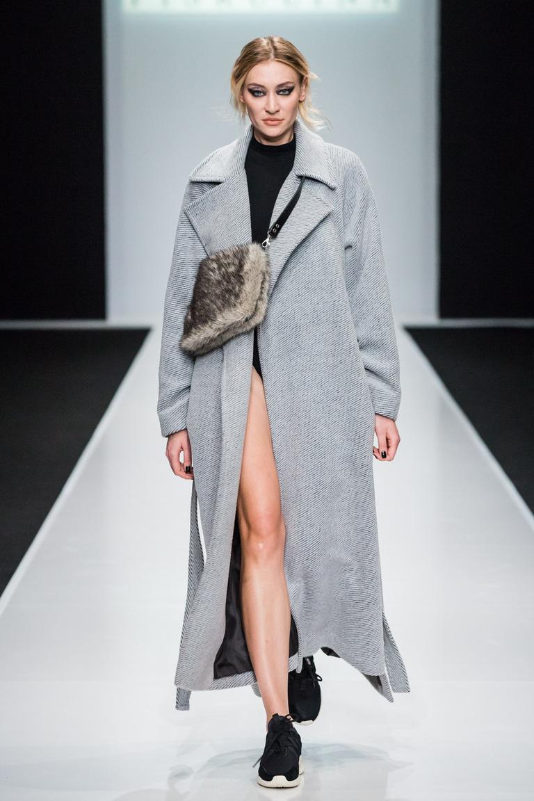 На фото: элегантное классическое пальто – тренд осени 2016 и зимы 2017 из коллекции Elena Piskulina.