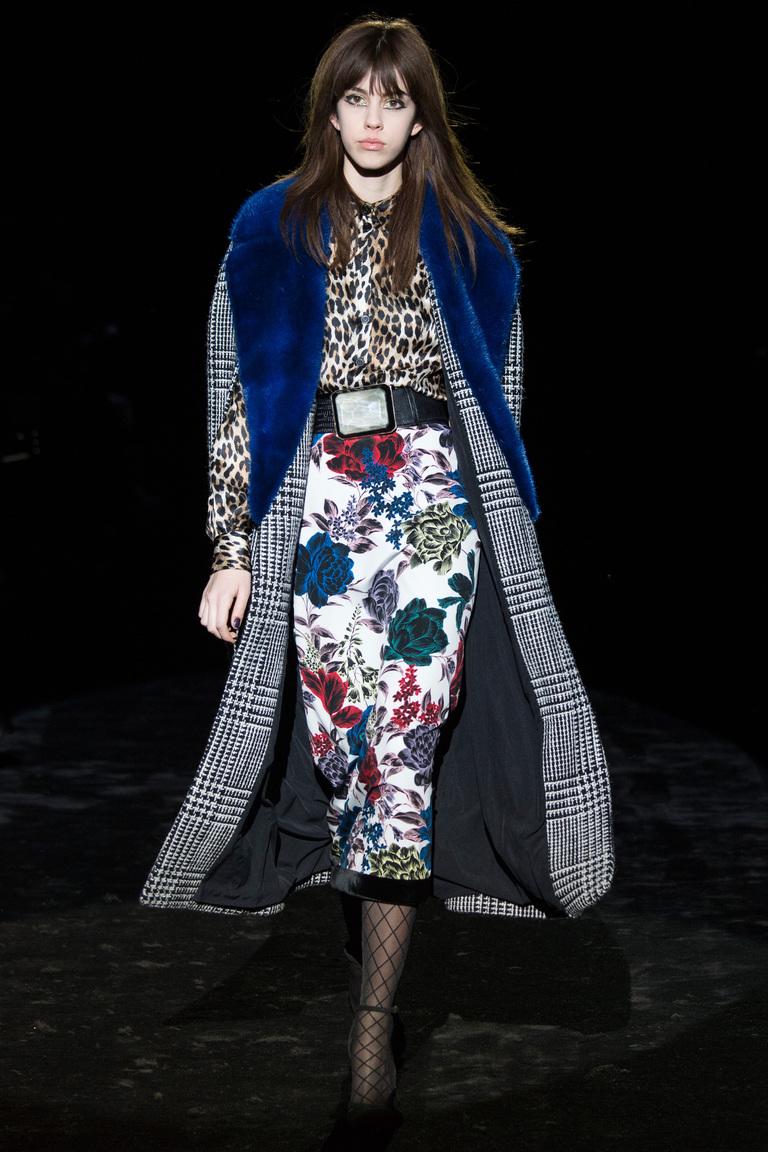 На фото: модное пальто осень-зима 2016-2017 из коллекции Emanuel Ungaro.