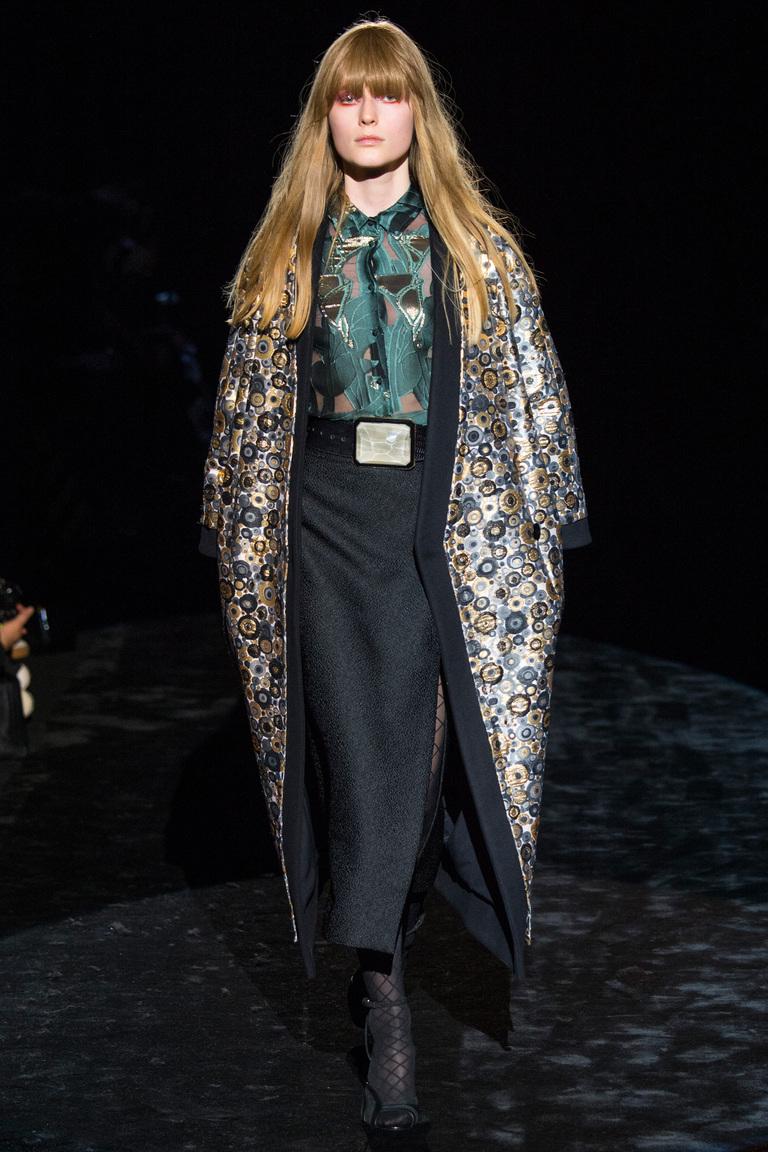 На фото: пальто с принтом, из коллекции Emanuel Ungaro.