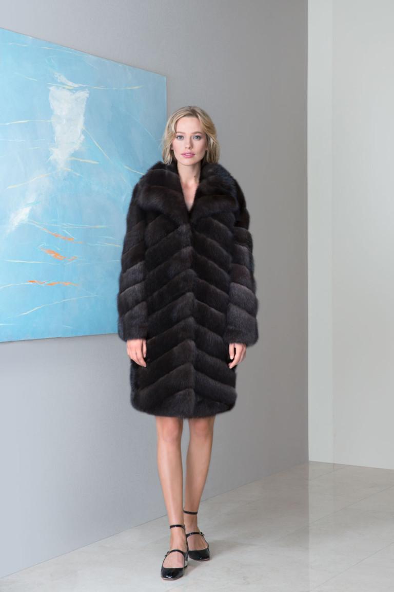 На фото: верхняя одежда в стиле кантри сезона осень-зима 2016-2017 из коллекции Emil-Shabaev.