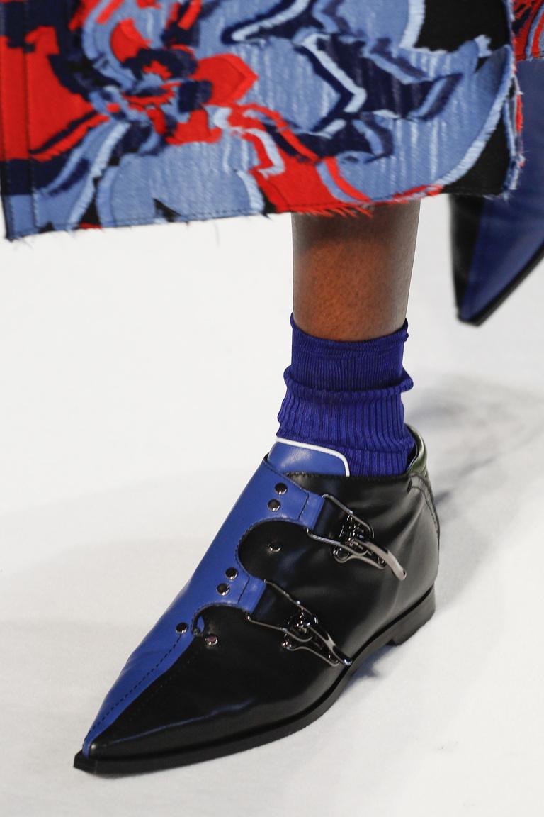 На фото: модные туфли сезона осень-зима 2016-2017 из коллекции Emilio-Pucci.