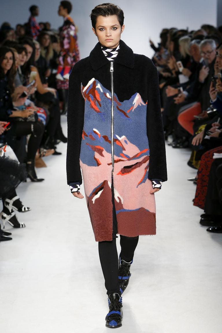 На фото: пальто с принтом, из коллекции .Emilio Pucci
