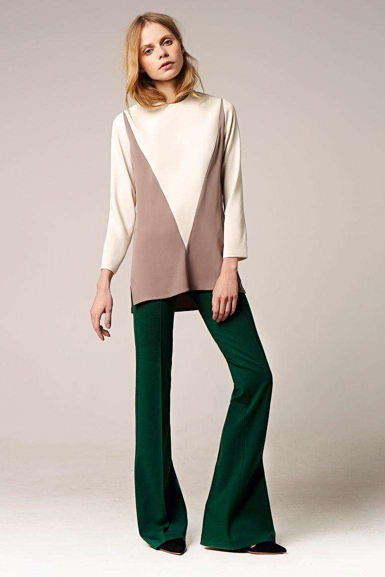 На фото: блузеа с геометрическим принтом сезона осень-зима 2016-2017 из коллекции Erma.
