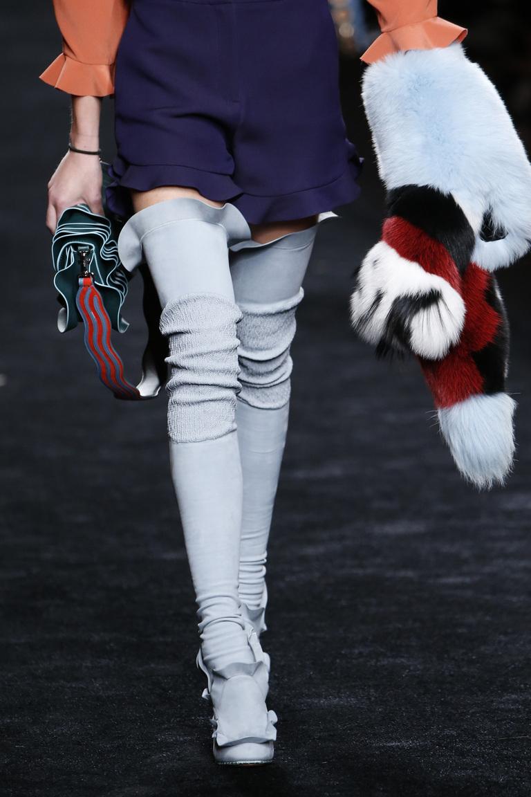 На фото: сапоги-чулки осень-зима 2016-2017 из коллекции Fendi.