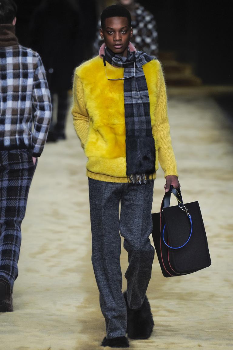 Мужская мода осень-зима 2016-2017: куртка бомбер фотообзор коллекции Fendi.