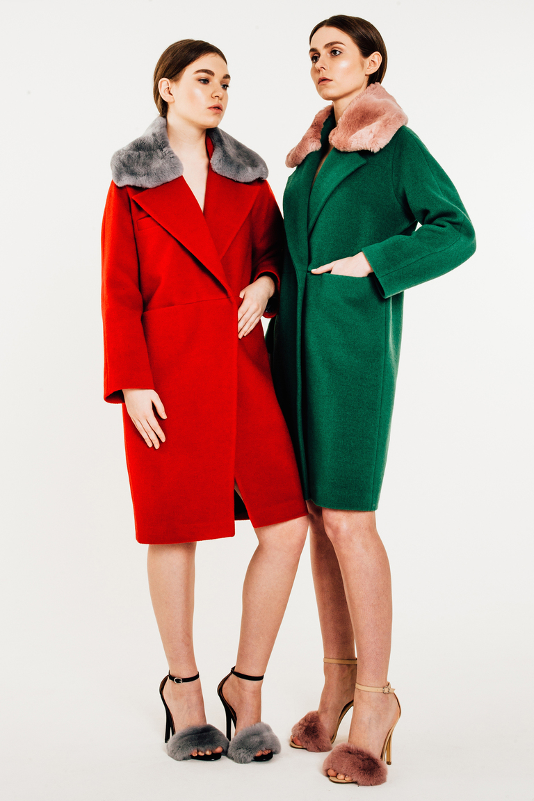 На фото: стильное классическое пальто, сезона осень-зима 2016-2017 из коллекции Furfurza.