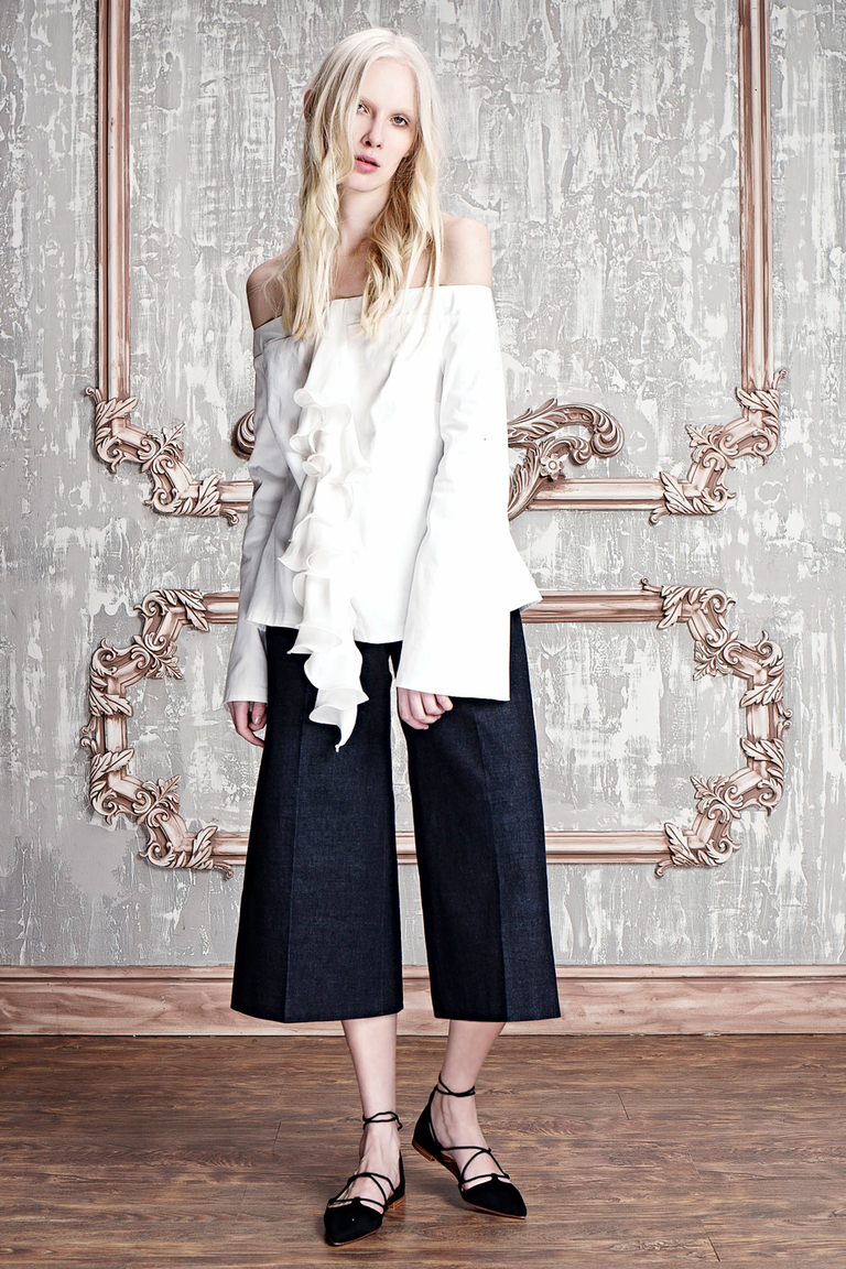 На фото: блузка сезона осень-зима 2016-2017 из коллекции Girlpower.