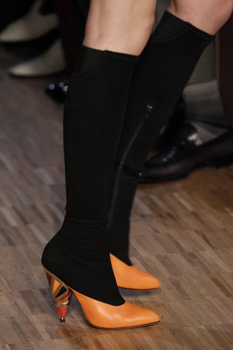 На фото: сапоги 2016-2017: традиционные шпильки из оллекции Givenchy.