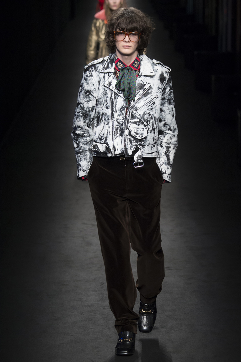 Мужская мода осень-зима 2016-2017: куртка бомбер фотообзор коллекции Gucci. .