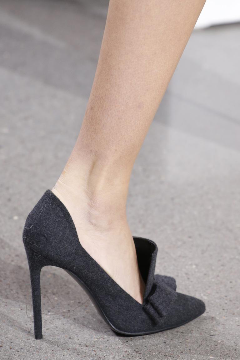 На фото: модная обувь осени 2016 и зимы 2017 из коллекции Jason-Wu.