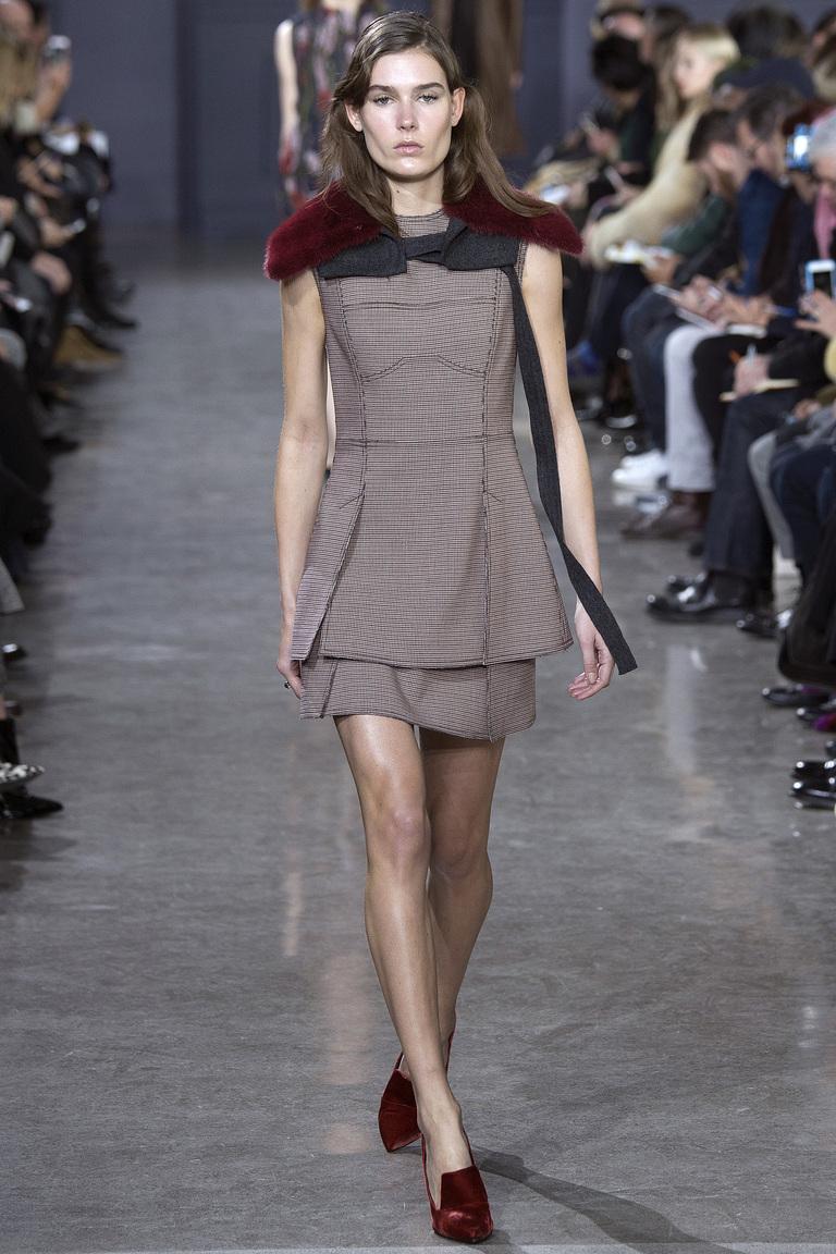 Интересный модный вариант платья 2017 для работы из коллекции Jason Wu