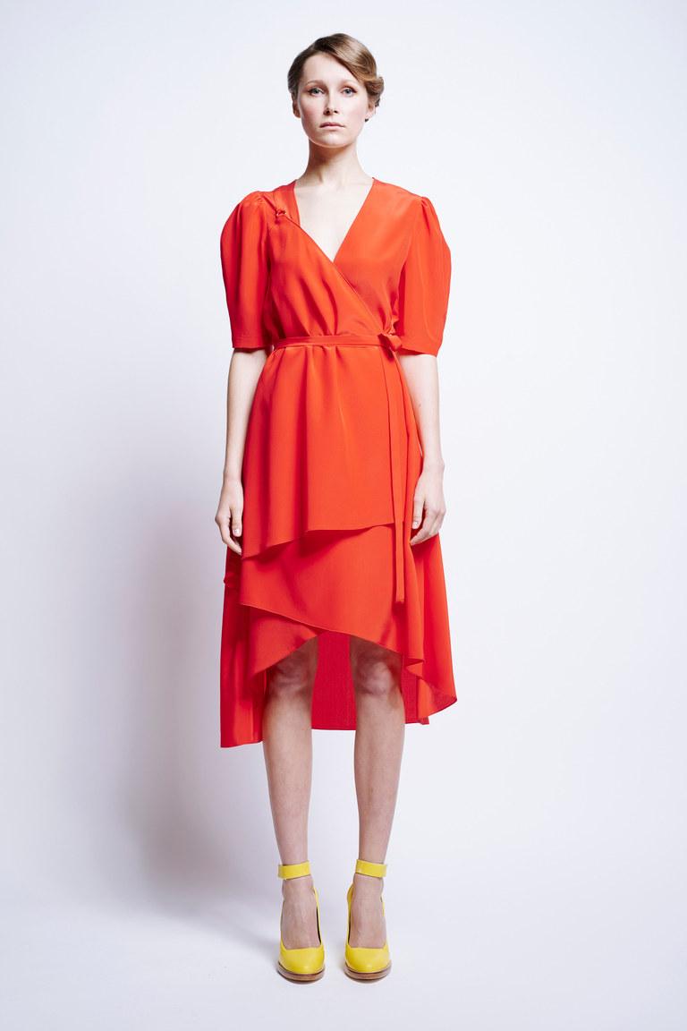 В моде 2017 все оттенки оранжевого. Длинное модное платье 2017 в коллекции Karen Walker