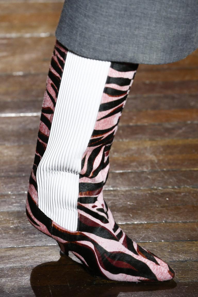 На фото: обувь в полоску – тренд осени 2016 и зимы 2017 из коллекции Kenzo.