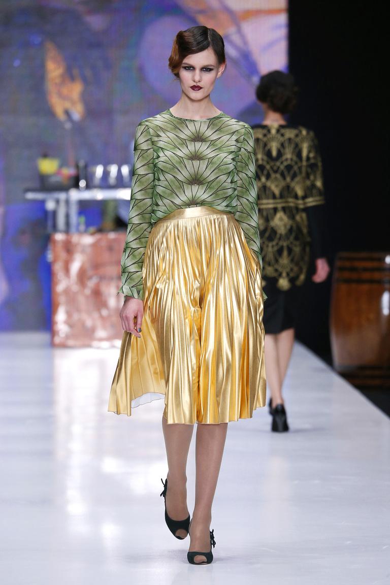 На фото: блузеа с геометрическим принтом сезона осень-зима 2016-2017 из коллекции Ksenia-Knyazeva.