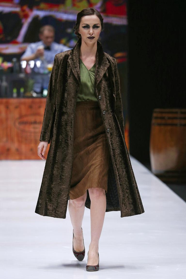 На фото: стильное классическое пальто, сезона осень-зима 2016-2017 из коллекции Ksenia-Knyazeva.
