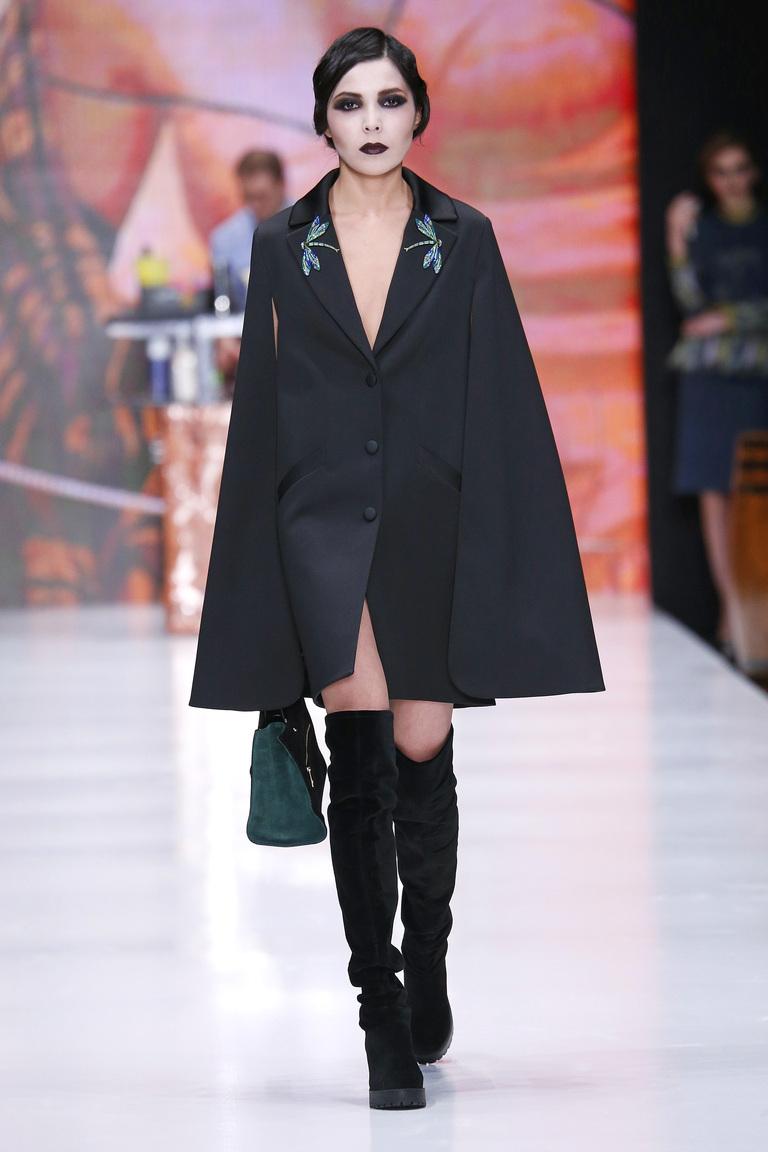 На фото: пальто-накидки – яркий тренд сезона осень-зима 2016-2017осень-зима 2016-2017 из коллекции Ksenia-Knyazeva.
