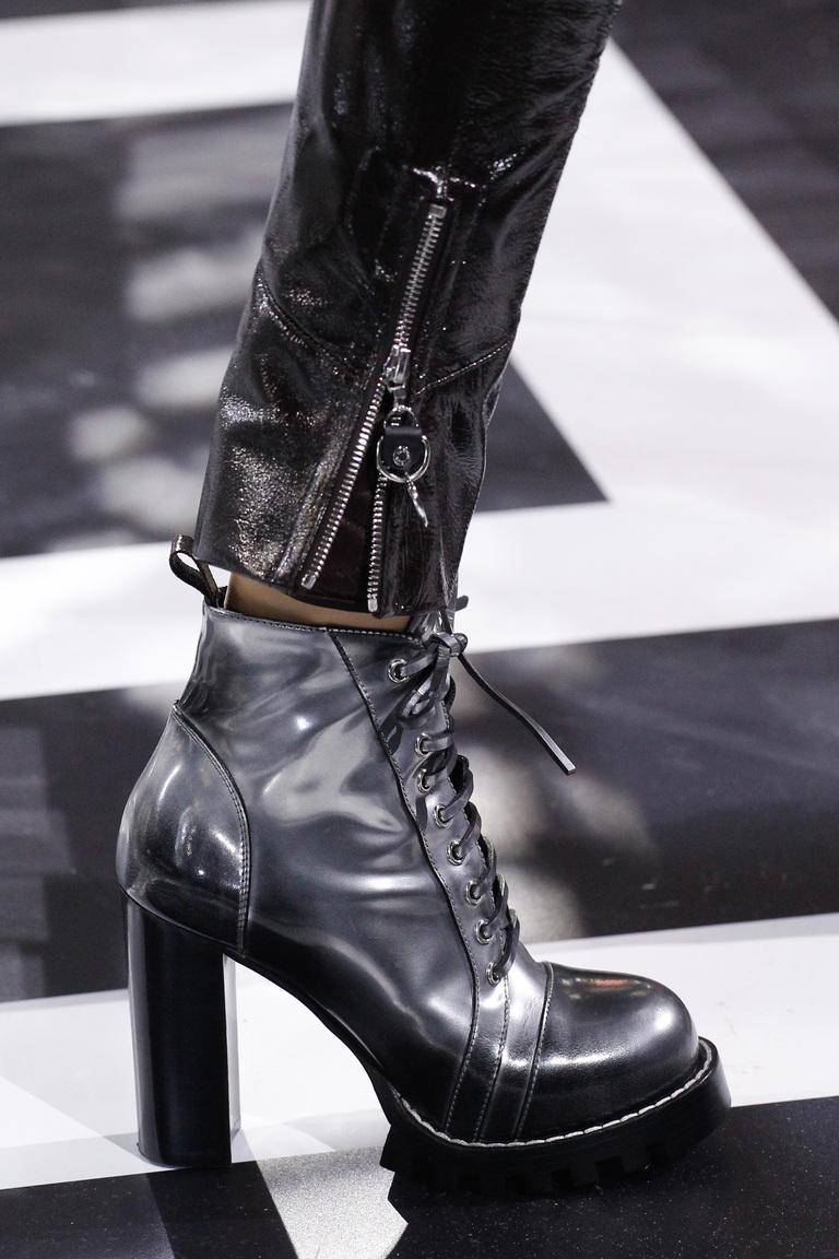 Модные сапоги: толстые каблуки – тренд осени 2016 и зимы 2017 из коллекции Louis-Vuitton.