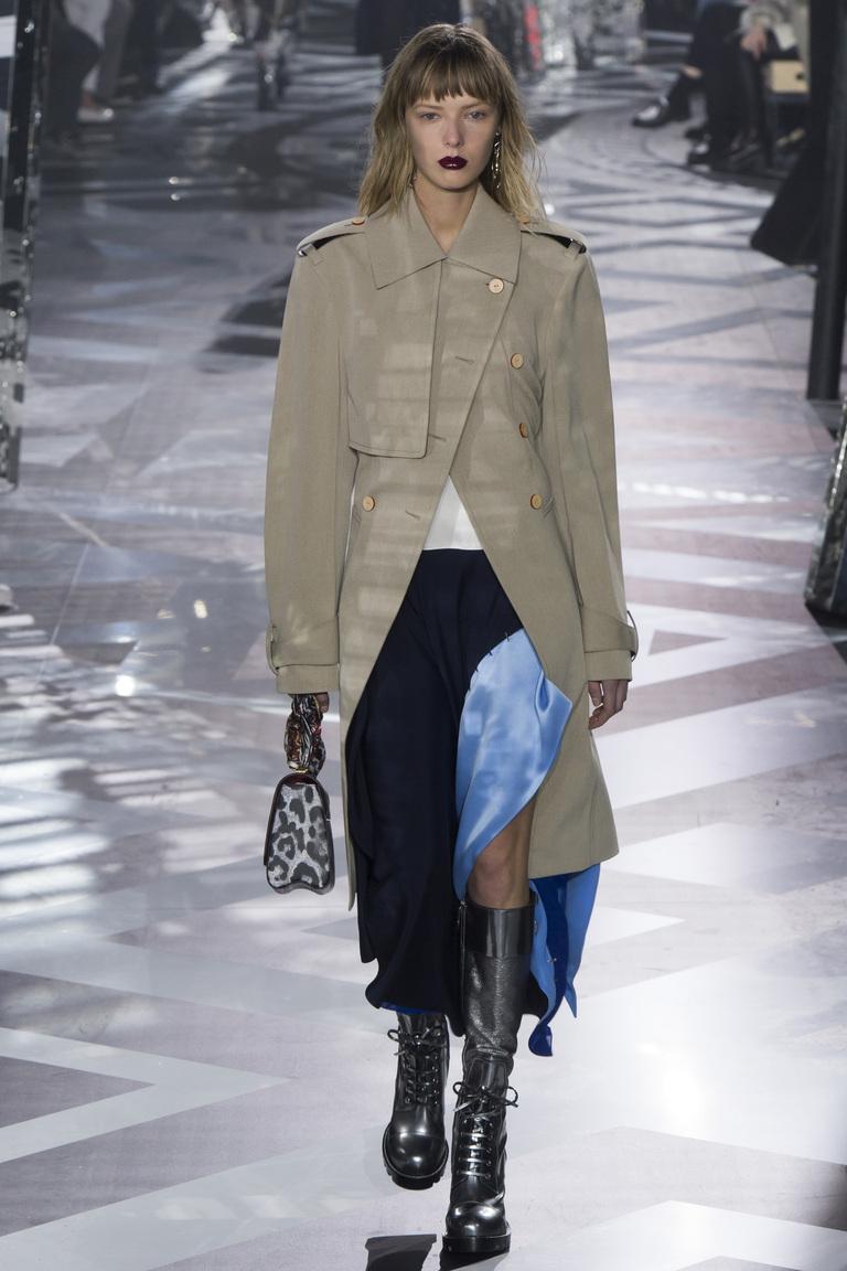На фото: модное пальто осень-зима 2016-2017 из коллекции Louis-Vuitton.