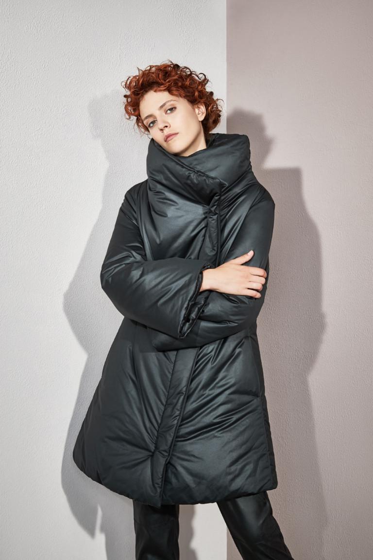 На фото: объемный пуховик – модная верхняя одежда зимы 2017из коллекции Mezzatorre.