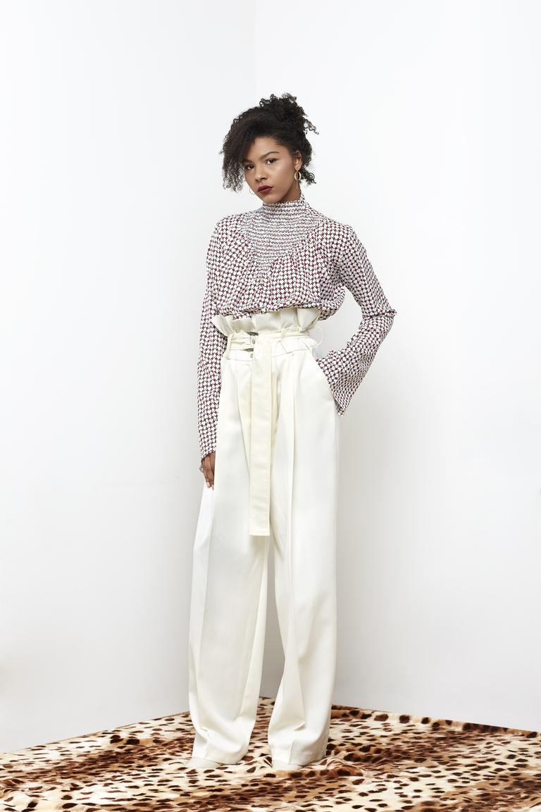 На фото: блуза с обилием воланов и рюшей сезона осень-зима 2016-2017 из коллекции N-Duo.